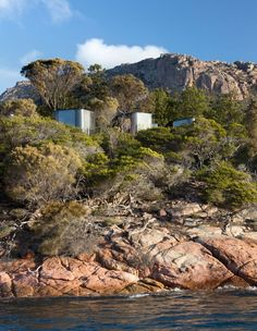 The Design Files - Coastal Pavilions, Freycinet Lodge - Photo, Dianna Snape. Portugal, Parque Natural, Prefab Cabins, Pavilion Design, Outdoor Baths, Park Resorts, The Design Files, House And Home Magazine, Boutique