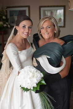 Wtf is the mother of the bride wearing? She looks like some kind of avant garde art project Wedding Vows, Dream Wedding, Wedding Wishes, Gold Wedding, Beautiful Bridal Dresses, Beautiful Bride, Mother Of The Bride Gown, Bride Gowns, Wedding Dress Sleeves