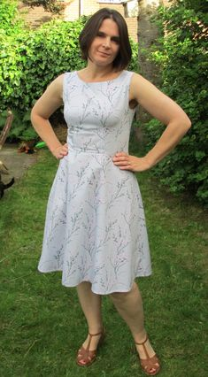 Hi all – a few weeks ago I (almost) made a Betty Dress – it has just taken me a few weeks to get round to blogging it after all the challenges of Indie Pattern Month at the Monthly Stit…