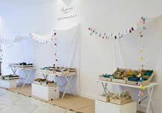 The Fabulous Garlands: Fabulous Vitrines