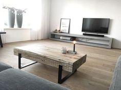 (DIY coffee table)Het meubel staat, de tv hangt, nu de draden nog wegwerken en mooie accessoires verzamelen voor bij het meubel!  Hebben jullie nog leuke ideeën? Fijne avond!! ✨ . Made by @betondezign .