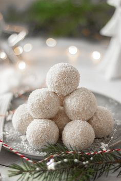 These Vegan Coconut & Rum Snowballs are the easiest, no-bake Christmas treats! They're super festive These Vegan Coconut & Rum Vegan Christmas Desserts, Vegan Christmas Cookies, Healthy Christmas Recipes, Holiday Recipes, Vegan Christmas Party, Christmas Brownies, Easter Recipes, Holiday Baking, Christmas Baking
