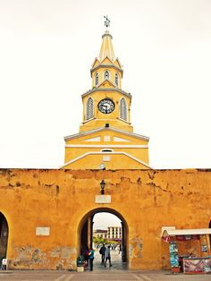 Cartagena de Indias - Colombia Lived just inside this gate in a story apt. for a short while. Columbia South America, Central America, Places Around The World, Around The Worlds, Places Ive Been, Places To Go, Costa Rica, Destinations, Panama Canal