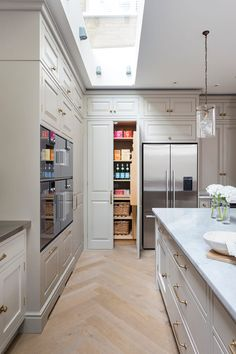 "Today we have compiled a collection of Cool Kitchen Pantry Design Ideas"" checkout and get inspired! Eclectic Kitchen, Scandinavian Kitchen, Rustic Kitchen, Small Room Interior, Room Interior Design, Cocina Office, Free Standing Kitchen Pantry, Tropical Kitchen, Kitchen Pantry Design"