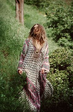The hippie in me would love to wear this.
