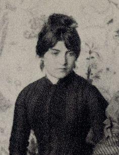 Suzanne Valadon po úrazu na hrazdě se stala modelkou impresionistů, později známou malířkou. Také byla modelkou pro oponu v Nár.divadle jako anděl slávy