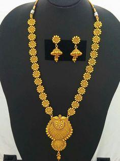 Latttest Bengali Jewellery.... Pakistani Jewelry, Bengali Jewellery, India Jewelry, Gold Jewelry, Jewelery, Gold Mangalsutra, Gold Earrings Designs, Gold Fashion, Jewelry Patterns