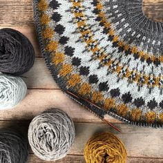 lauri_is' stunning Sirius sweater, a stranded colorwork yoke pullover knitted in a grellow color combination of Camilla Vad Lambswool. Sweater pattern: Sirius by Camilla Vad. Cable Knitting, Fair Isle Knitting, Knitting Projects, Knitting Patterns, Future Clothes, Hand Dyed Yarn, Knitted Hats, Knitwear, Knit Crochet