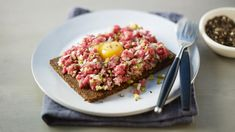 Buy the best quality ingredients you can afford to make the most of this classic French dish made with raw steak. Steak Tartare, Braised Steak, Beef Steak, Gordon Ramsey Steak, Steak Recipes, Cooking Recipes, Stewing Steak, Classic French Dishes, Kitchens