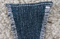 Instead of getting rid of a pair of jeans that is to small in the waist, make them comfortable again by altering the waistband to fit. Sewing Jeans, Sewing Clothes, Diy Clothes, How To Make Jeans, How To Make Skirt, Altering Jeans, Altering Clothes, Mug Rug Patterns, Easy Sewing Patterns