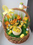 Easter Flower Arrangements, Easter Flowers, Easter Table Decorations, Basket Decoration, Easter Centerpiece, Easter Decor, Spring Crafts, Holiday Crafts, Ideas Para Decorar Jardines