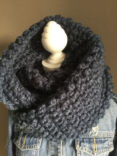 Vlog Gehaakte kol met haaknaald 10 handmade by jufSas - Pinshare Tunisian Crochet, Crochet Poncho, Crochet Scarves, Make Your Own Clothes, Crochet For Beginners, Mittens, Knitting, Pattern, How To Make