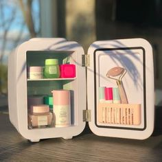 Makeup Fridge is the smartest ( cutest) way to store your skincare, beauty products cosmetics. Try Makeup Fridge today and experience a refreshing cold face mask, you deserve it! Oily Skin Care, Healthy Skin Care, Face Skin Care, Beauty Care, Beauty Skin, Face Beauty, Beauty Tips, Diy Beauty, Cold Face Mask