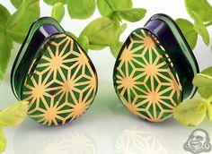 Pyrex glass solid color teardrop plugs (Japanese star on emerald)