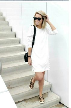 Cute casual look. (I'd personally wear a dress with a bit more shape to it, but I do like the overall idea of the outfit, i., pairing a casual white cotton dress with leopard boat shoes. Sneakers Outfit Casual, How To Wear Sneakers, Casual Outfits, Sneakers Style, Leopard Slip On Sneakers, Leopard Shoes, White Leopard, Black Sneakers, Moda Outfits