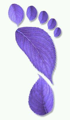 Purple Foot - Art in Leaves Purple Love, Purple Lilac, All Things Purple, Shades Of Purple, Deep Purple, Purple Stuff, Purple Hearts, Magenta, Color Lila