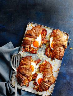 Try our croissant sandwich recipe with bacon and eggs. This easy breakfast sandwich recipe with croissants is an easy croissant filling recipe with bacon Croissant Sandwich, Breakfast Sandwich Recipes, Breakfast Croissant, Breakfast Muffins, Bacon Sandwich, Sandwich Ideas, Breakfast Pizza, Breakfast Bowls, Best Brunch Recipes