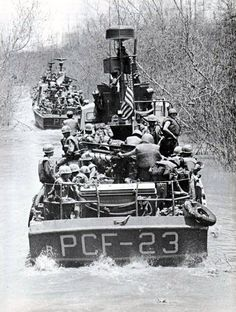 peerintothepast:    Combined U.S. Army–U.S. Navy forces operating in the Mekong Delta in April 1969 #VietnamWar #USNavy @USArmy #History
