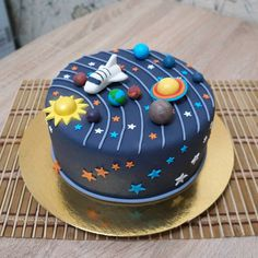 Das gesamte in einem Tor … - Cake Decorating Simple Ideen Solar System Cake, Bolo Original, Toddler Birthday Cakes, 5th Birthday, Cake Designs For Kids, Planet Cake, Galaxy Cake, Baking With Kids, Novelty Cakes