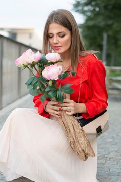 Red & Pink #ootd #outfit #fashionblogger #pink #flowers  more about this look on: www.ellysa.it