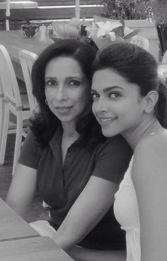 Rare picture - Deepika Padukone with her mother Ujjala Padukone