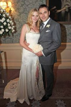 Lara Stone's Wedding - In May 2010, Lara's wedding led to an avalanche, followed each in a row in a variety of models' weddings. The Claridges Hotel in London was told yes, where even a modest, Givenchy was crucified, and was later replaced with an ultra mini, metallic, really wild piece. And who was the lucky man? David Willliams.
