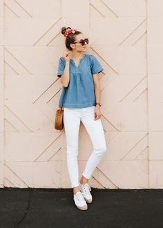 memorial day weekend outfit - white jeans and denim top Jean Outfits, Cute Outfits, Basic Outfits, Fashion Outfits, Hot Weather Outfits, White Jeans Outfit, Simple Summer Outfits, Teacher Outfits, Teacher Wardrobe