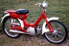 Honda Motorbikes, Honda Scrambler, Vespa, Bici Retro, Moto Collection, Vintage Moped, Vintage Honda Motorcycles, Womens Motorcycle Helmets, Motorcycle Girls