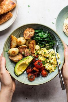 Savory Breakfast, Breakfast Bowls, Healthy Breakfast Recipes, Healthy Snacks, Vegetarian Recipes, Healthy Recipes, Healthy Breakfasts, Protein Snacks, Healthy Food For Dinner