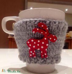 Rénszarvas bögrepulcsi, bögremelegítő (süthető gyurma), Konyhafelszerelés, Karácsonyi, adventi apróságok, Karácsonyi dekoráció, Bögre, csésze, Meska Polymerclay mug cozy winter
