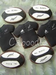 All Blacks cookies =D Rugby Cake, All Blacks Rugby Team, Team Snacks, White Cakes, Rugby World Cup, Rugby League, Cake Board, Fondant Figures, Grad Parties