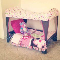 La cuna portátil, un parque o cama de viaje son muy útiles en los primeros días de bebé y niños. Es un paseo que se puede llevar en cualquier lugar, al mis