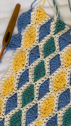 Crochet Square Patterns, Crochet Motif, Crochet Designs, Crochet Stitches, Crochet Home, Crochet Baby, Knit Crochet, Fabric Yarn, Fabric Beads