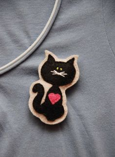 Kitty with a pink heart felt brooch by suyika on Etsy, $9.50