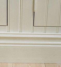 platsbyggt lantkök i t.ex. pärlspontpanel helt anpassat efter köketRönnerholms Inredning | Platsbyggda kök