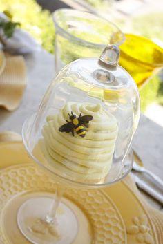 Little beehive cake