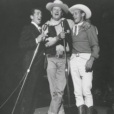 John Wayne E Dean Martin Photo: This Photo was uploaded by glauciafotos. Find other John Wayne E Dean Martin pictures and photos or upload your own with. Hollywood Icons, Hollywood Actor, Hollywood Stars, Classic Hollywood, Old Hollywood, Dean Martin, John Wayne Quotes, John Wayne Movies, Joey Bishop
