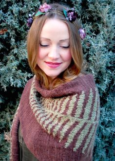 Ravelry: fern shawl pattern by tiny owl knits Knit Cowl, Cowl Scarf, Knitted Shawls, Knit Crochet, Crochet Wraps, Knitting Stitches, Knitting Patterns, Knitting Ideas, Knitting Needles