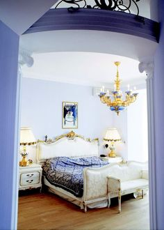 LOOOOVE this periwinkle! And looooove the chandelier with the blue and gold!