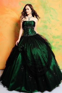 This gorgeous emerald gown is a good way to show off your house colors.