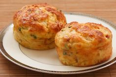cottage cheese and egg breakfast muffins with ham and cheddar - a muffin with a lot of protein!