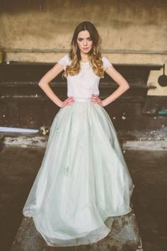 Платье невесты с многослойной юбкой