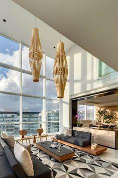 Os presentamos un ático minimalista en Ciudad de México. Un interior abierto a la ciudad gracias a la fachada de cristal del edificio en el que se ubica.