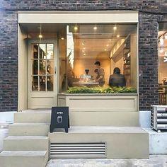 10평 작은 카페 인테리어, 파사드 디자인, 모던 디자인, modern cafe interior, standing coffee Design Garage, Shop Front Design, Cafe Design, Store Design, House Design, Cafe Shop, Cafe Bar, Layout, Window Styles