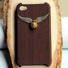 Harry Potter iPhone Case...yessss HARRY POTTER HAS CAUGHT THE SNITCH (in Lee Jordan voice)