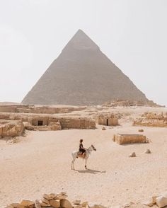PYRAMIDS OF GIZA, EGYPT AMAZING PLACE TO VISIT SOME DAY..
