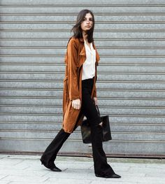 The suede trench coat, now on the blog | Aria Di Bari, French style blogger