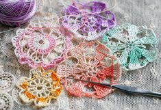 crocheting medallions with vintage tatting thread
