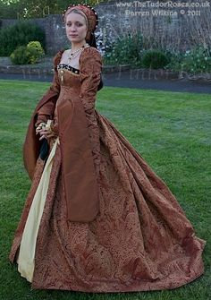 Tudor Costume.  I want to wear something like this someday,  just to say I did.