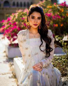 Casual Indian Fashion, Long Frock, Semi Formal Dresses, Frock Design, Pakistani Actress, Celebs, Celebrities, Emma Watson, Pakistani Dresses